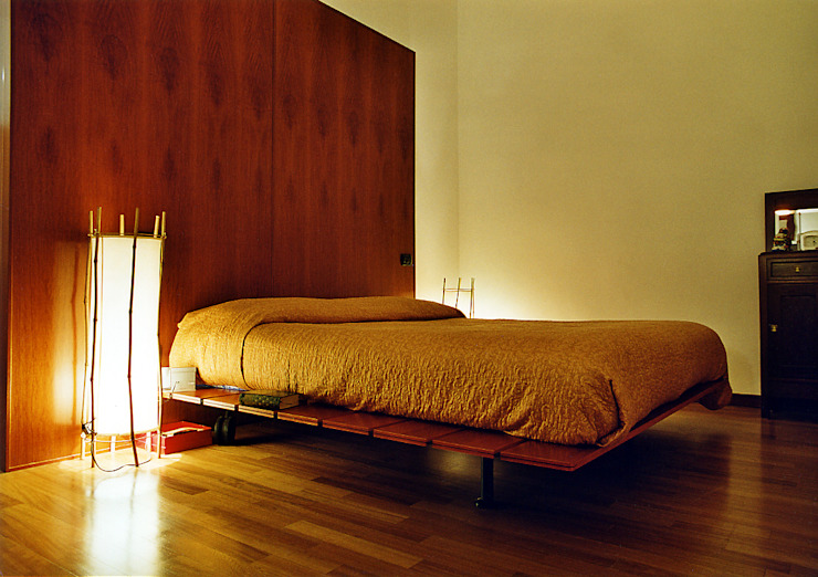 Eclectic style bedroom by Nicola Sacco Architetto Eclectic Wood Wood effect