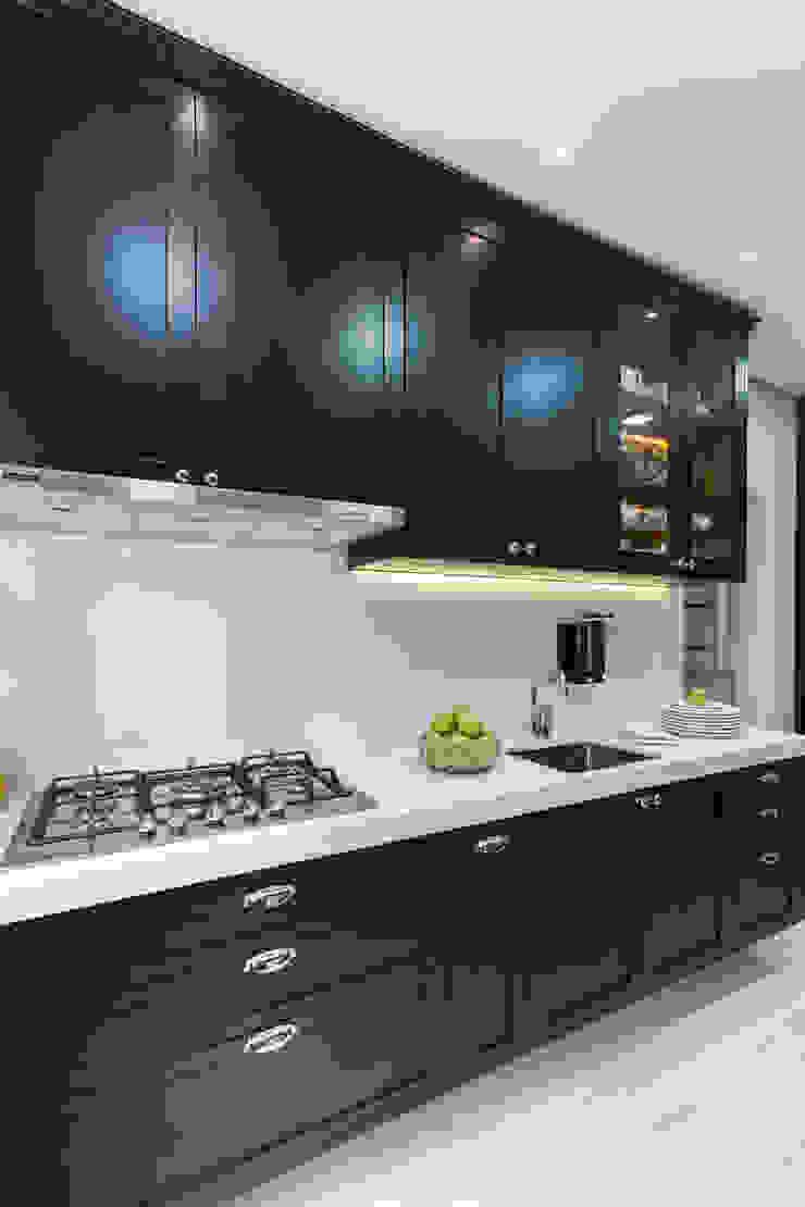 COZINHA BLACK Cozinhas clássicas por Kathia Gonzalez Clássico