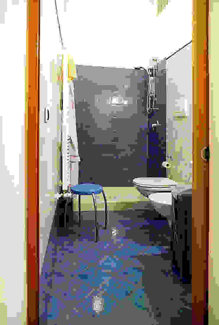 Modern bathroom by Nicola Sacco Architetto Modern Tiles