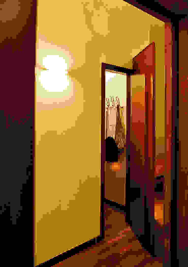 Modern dressing room by Nicola Sacco Architetto Modern Wood Wood effect