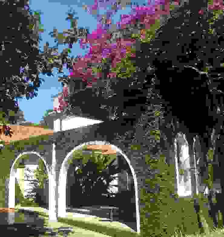 Balkon, Beranda & Teras Gaya Mediteran Oleh Marisol Réquia Arquitetura Mediteran Batu Bata
