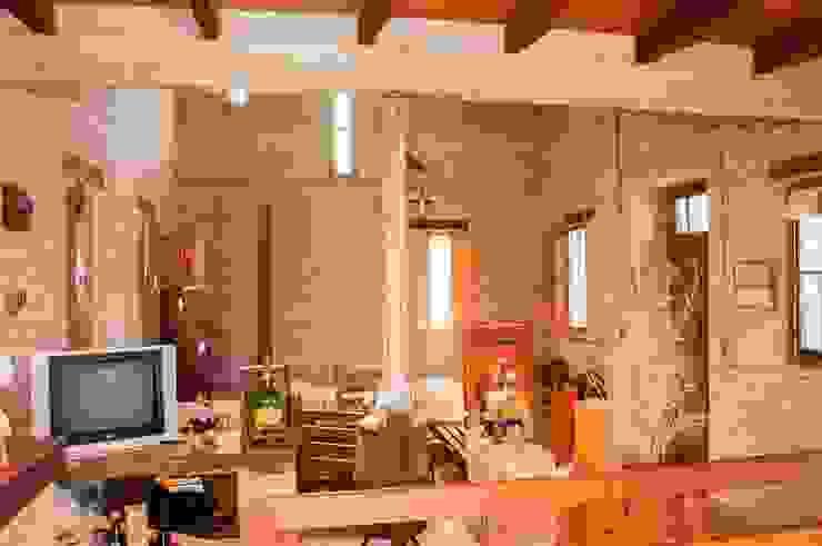 Vivienda en Mayu Sumaj Abitar arquitectura Salones rústicos rústicos