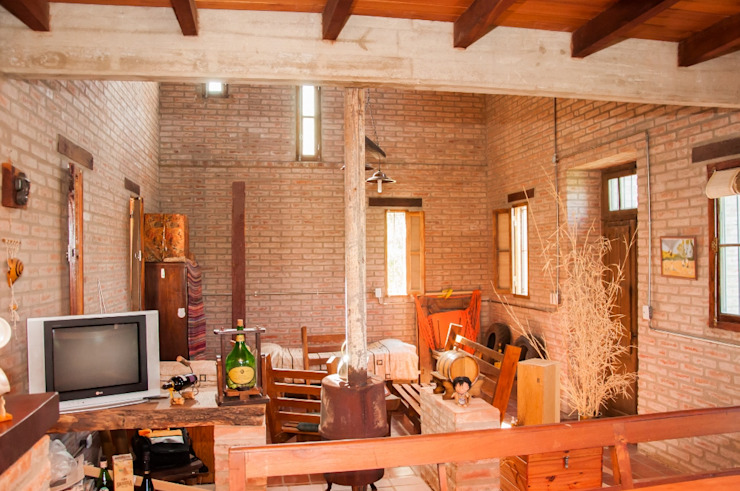 Salas de estar rústicas por Abitar arquitectura Rústico