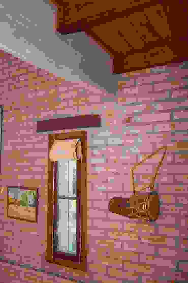 ラスティックスタイルな 壁&床 の Abitar arquitectura ラスティック