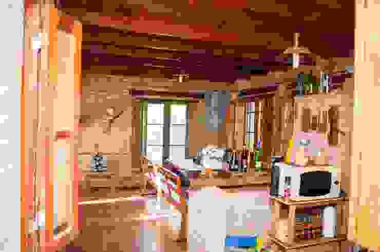 Cozinhas rústicas por Abitar arquitectura Rústico