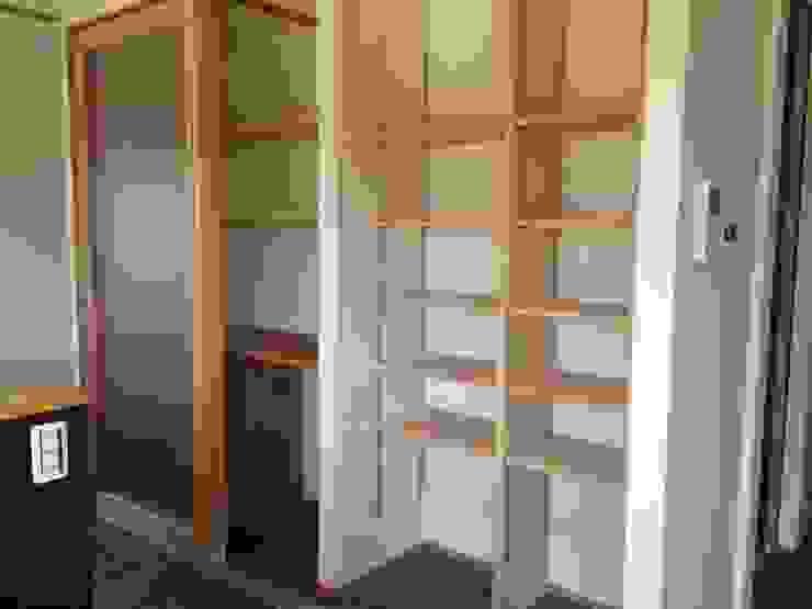 キッチン廻りの収納空間: TIEN natural comfort design roomが手掛けた折衷的なです。,オリジナル