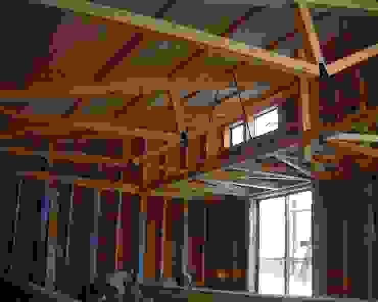 逆トラスの片流れの建物 オリジナルな 家 の 木造トラス研究所・株式会社 合掌 オリジナル 木 木目調