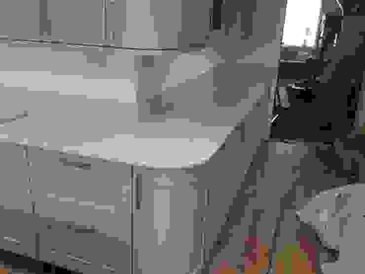 Worktops Cocinas de estilo clásico de Marbles Ltd Clásico