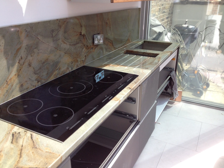 Tartaruga (Turtle Green) Quartzite Modern kitchen by Marbles Ltd Modern