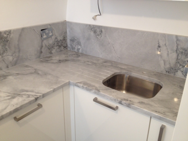 Moon Rock Quartzite Modern kitchen by Marbles Ltd Modern