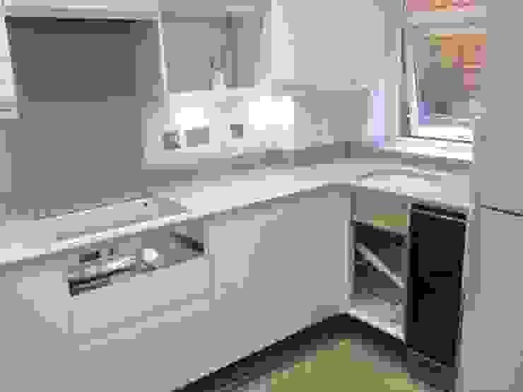 Silestone Aluminio Nube Modern kitchen by Marbles Ltd Modern