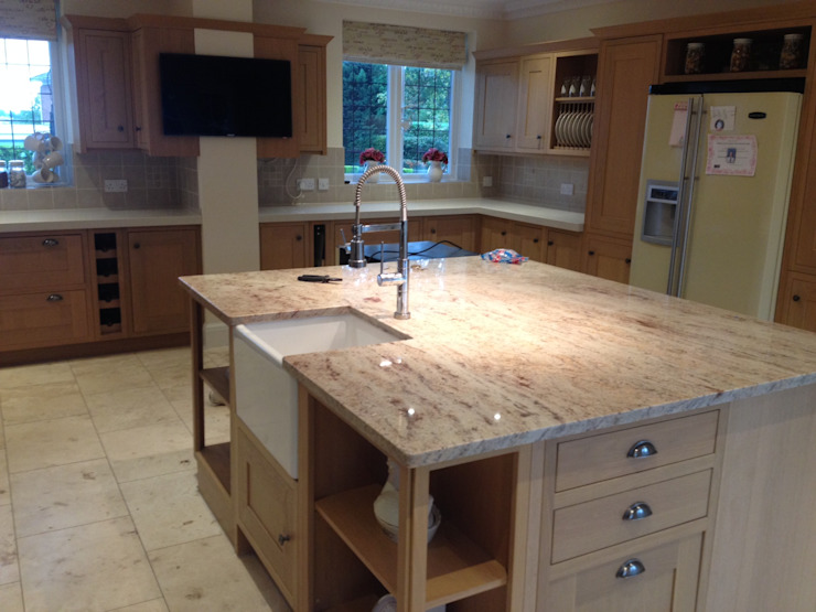 Shivakashi (Ivory Brown) Granite & SIlestone Daria Quartz Overlay Classic style kitchen by Marbles Ltd Classic
