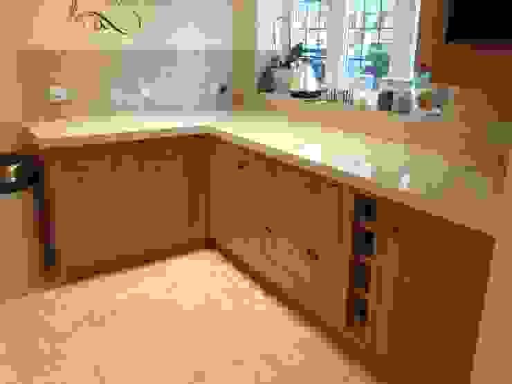 Silestone Quartz Overlay Cocinas de estilo clásico de Marbles Ltd Clásico