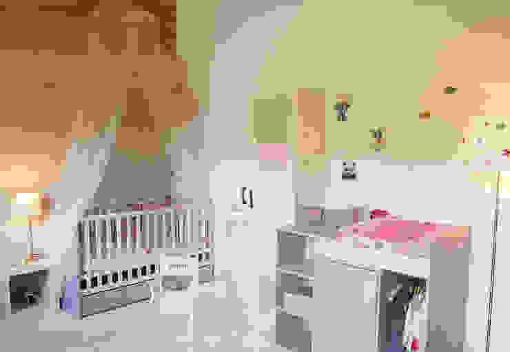 Dormitorios infantiles modernos de Pièces d'identité Moderno