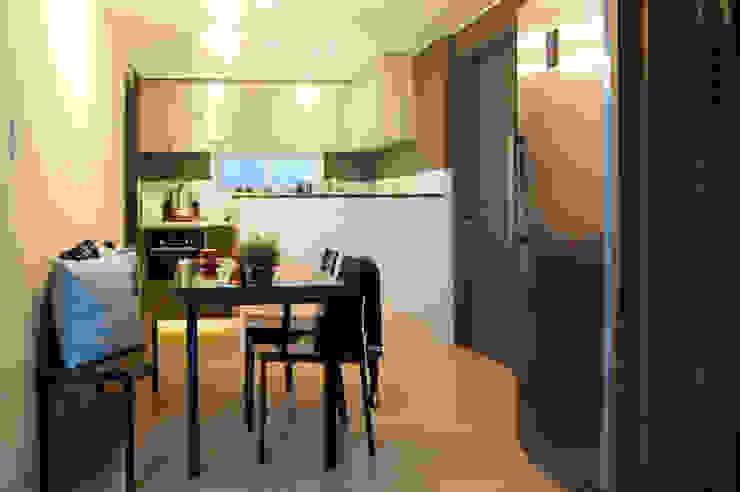 Cocinas de estilo moderno de 위드디자인 Moderno