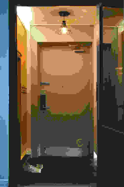 Modern corridor, hallway & stairs by 위드디자인 Modern