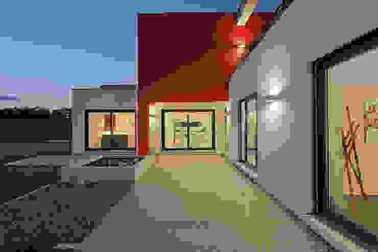 Lopez-Fotodesign Balcones y terrazas de estilo moderno Blanco