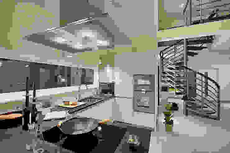 Modern Kitchen by Lopez-Fotodesign Modern