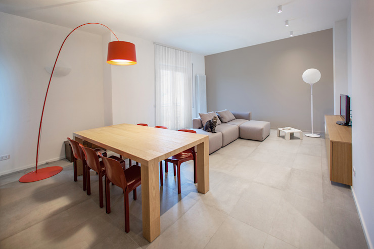 Minimalist dining room by OKS ARCHITETTI Minimalist