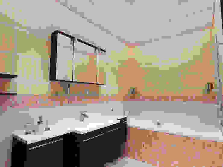 Перепланировка из двушки в трешку Ванная комната в стиле модерн от Скулков Павел Модерн