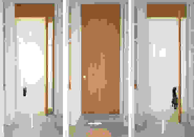 Minimalist corridor, hallway & stairs by OKS ARCHITETTI Minimalist