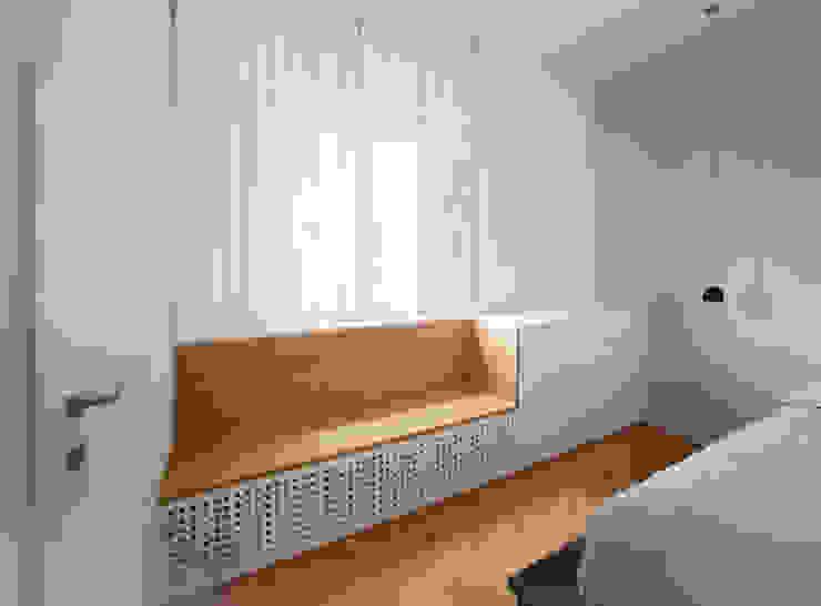 Minimalist bedroom by OKS ARCHITETTI Minimalist
