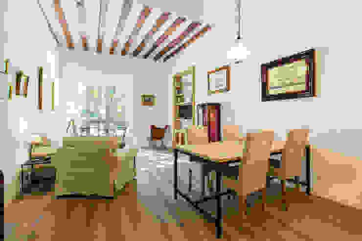 Livings modernos: Ideas, imágenes y decoración de ISLABAU constructora Moderno