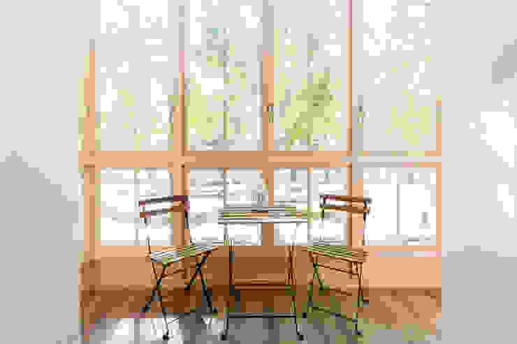 Puertas y ventanas rústicas de ISLABAU constructora Rústico