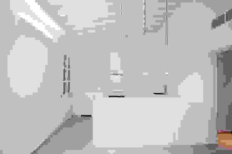Cocinas de estilo minimalista de ISLABAU constructora Minimalista