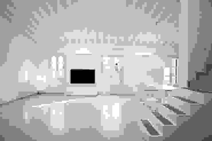 Penthouse HT Palma Salones de estilo minimalista de ISLABAU constructora Minimalista