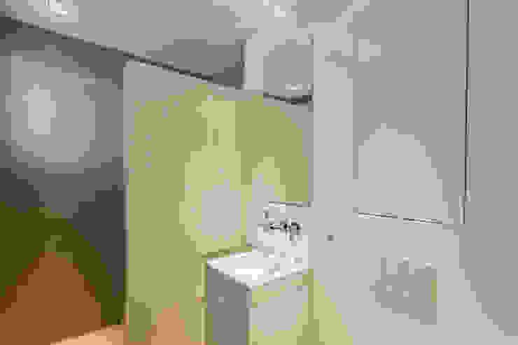 Penthouse HT Palma Baños de estilo minimalista de ISLABAU constructora Minimalista