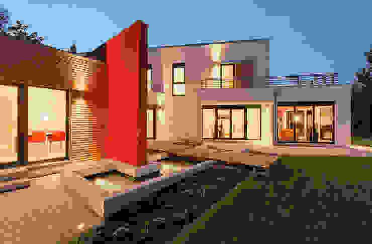 LUXHAUS Musterhaus Georgensgmünd Moderner Balkon, Veranda & Terrasse von Lopez-Fotodesign Modern
