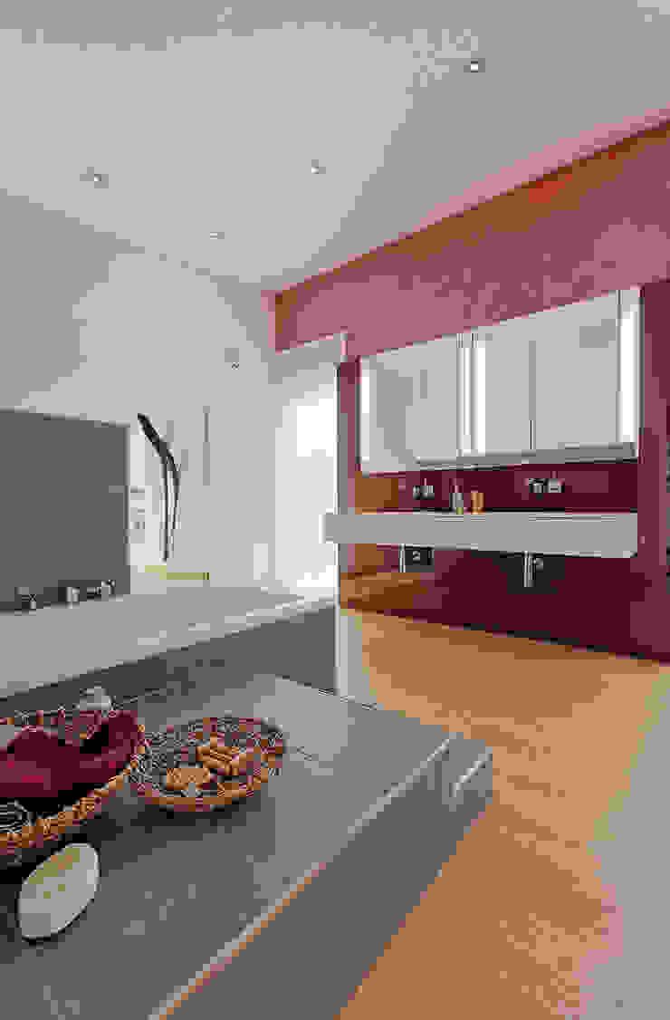 LUXHAUS Musterhaus Georgensgmünd Moderne Badezimmer von Lopez-Fotodesign Modern