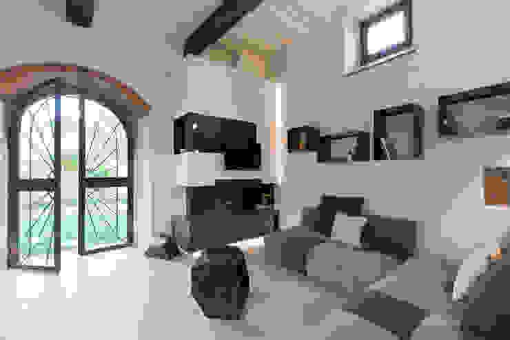 Modern living room by B+P architetti Modern