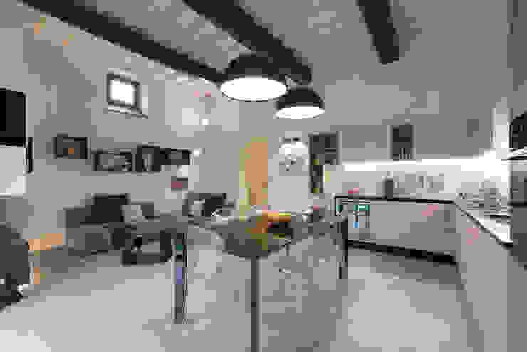 Livings de estilo moderno de B+P architetti Moderno
