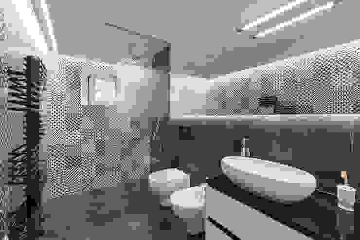Banheiros modernos por B+P architetti Moderno