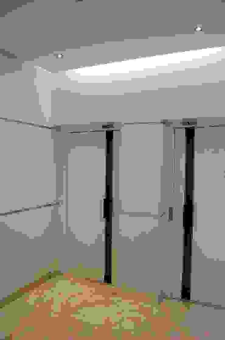 Hall elevadores - Depois por Critério Arquitectos by Canteiro de Sousa