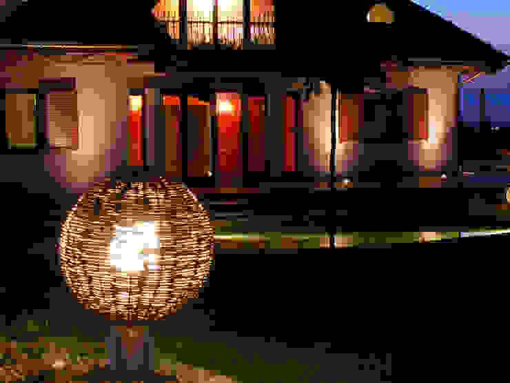Ogród z altaną: styl , w kategorii Domy zaprojektowany przez Pracownia Projektowa Architektury Krajobrazu Januszówka,Nowoczesny