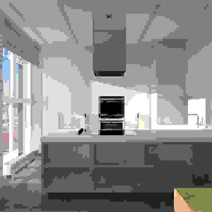 Минималистический лофт в жилом комплексе 'Ньютон. Москва, 2015 Кухня в стиле минимализм от CHM architect Минимализм