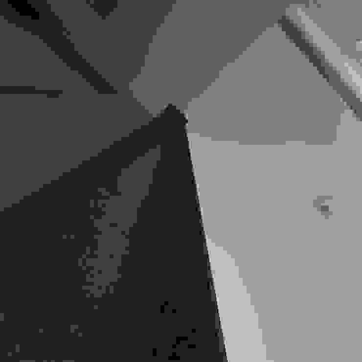 Минималистический лофт в жилом комплексе 'Ньютон. Москва, 2015 Гостиная в стиле минимализм от CHM architect Минимализм
