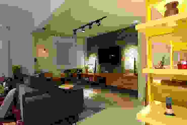 RESIDÊNCIA VENDRAMIN Salas de estar industriais por felipe torelli arquitetura e design Industrial Tijolo