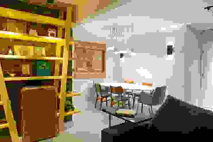 RESIDÊNCIA VENDRAMIN Salas de jantar industriais por felipe torelli arquitetura e design Industrial Madeira Efeito de madeira