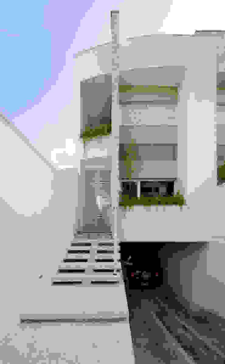 Lote estreito casa espaçosa. Casas modernas por Magno Moreira Arquitetura Moderno