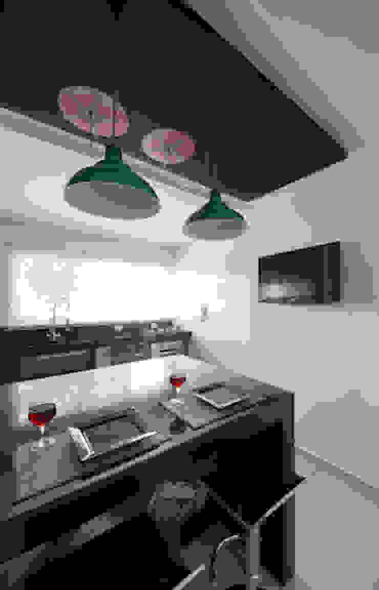 Lote estreito casa espaçosa. Cozinhas modernas por Magno Moreira Arquitetura Moderno