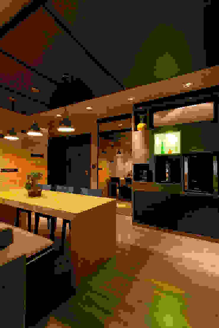 http://felipetorelli.com/#/residncia-stevan-em-andamento/ Salas de estar modernas por felipe torelli arquitetura e design Moderno Madeira Efeito de madeira