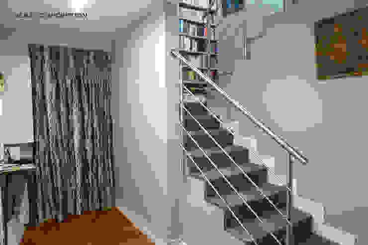 L'entrée Couloir, entrée, escaliers modernes par Desjoconception Moderne