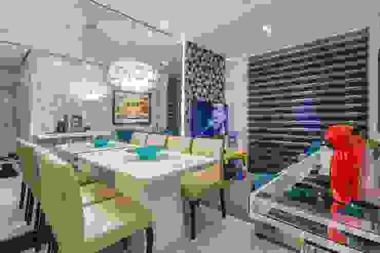 Living compacto: Salas de jantar  por Lo. interiores