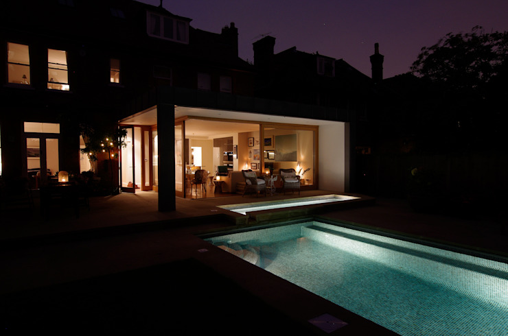 Rear extension overlooking the pool and garden Modern kitchen by Designcubed Modern