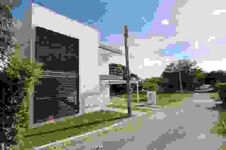 Casas de estilo  por Alzatto Arquitectos , Moderno