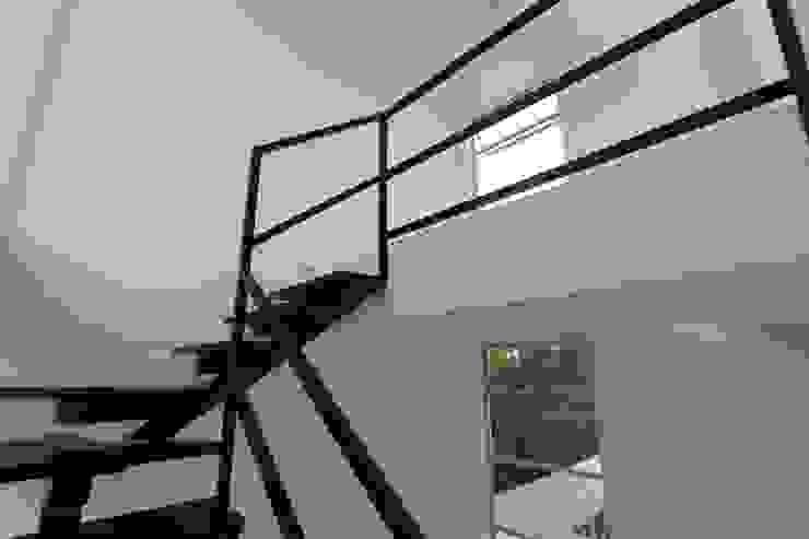 Alzatto Arquitectos Pasillos, vestíbulos y escaleras modernos